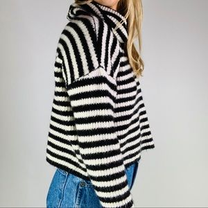 Forever 21 Sweaters - Forever 21 striped crop knit turtleneck sweater S